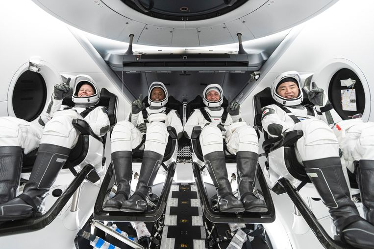 De astronauten: Shannon Walker (links), Victor Glover, Mike Hopkins en Soichi Noguchi  Beeld AP