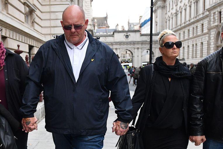 Charlotte Charles (r) en Tim Dunn, de ouders van de 19-jarige jongen die werd doodgereden, in Londen. Beeld AFP