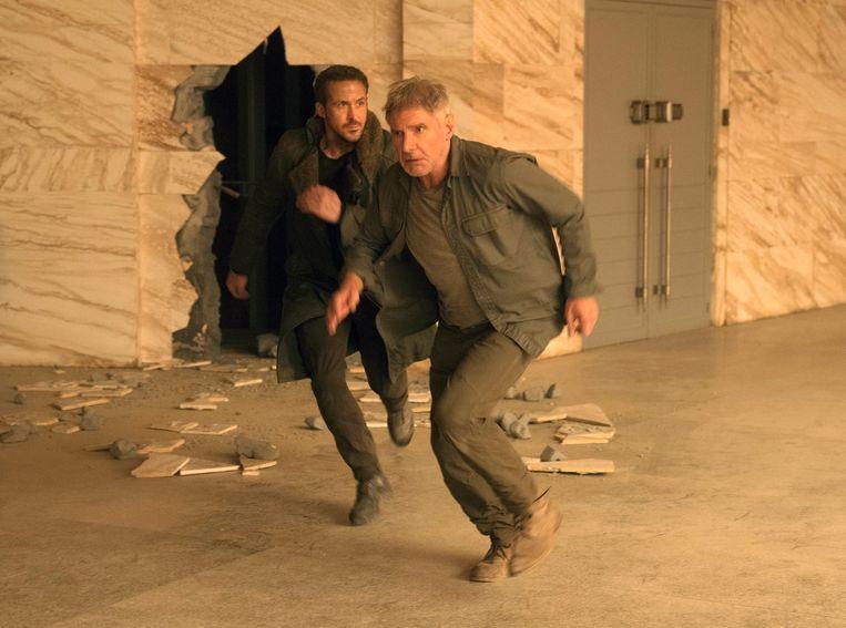 Ryan Gosling (links) en Harrison Ford in 'Blade Runner 2049'. Beeld AP