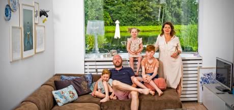 Vanuit hun voordeur neemt de familie Noorman zó een duik in de Rotte: 'We hebben altijd een vakantiegevoel'