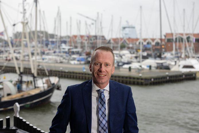 Cees van den Bos, burgemeester van Urk.