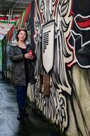 Natasja Mom, de moeder van de overleden Youri (15-11-2004   -  13-03-2016) steekt een kaarsje aan in het Goffertstadion bij de namen van overleden NEC-supporters. Youri is postuum erelid gemaakt van HKN. Zijn naam hangt ook op de muur in de gracht voor de Hazenkamptribune. Natasja schreef een boek over Youri.