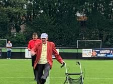 Leeftijd is maar een getal: Jan 'Poelleke' (85) is pupil van de week bij SVG en verricht aftrap met rollator