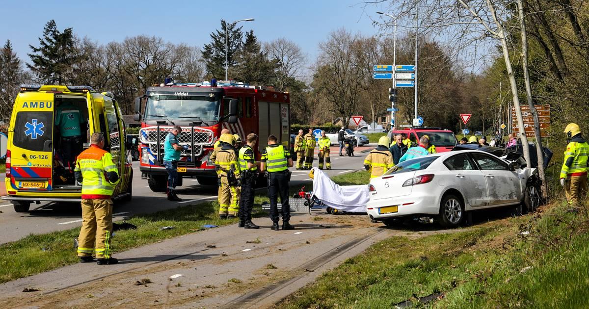 Ernstig ongeluk op N302; meerdere gewonden, geen verkeer tussen A1 en rotonde Amersfoortseweg.