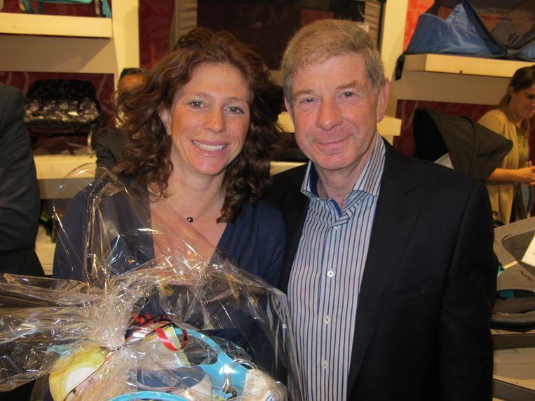 Hoogzwangere Barbara krijgt een babypakket, papa Frits Barend wordt binnenkort voor de tweede keer opa. <br /> Beeld