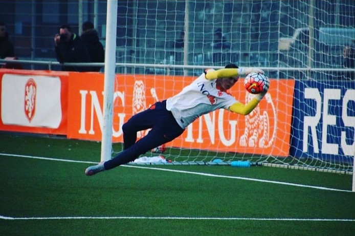 Niels van Hooff stond ook onder de lat als keeper van Oranje onder 16.