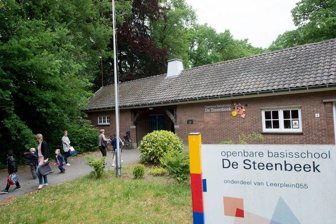 Anderhalf jaar geleden ging de openbare basisschool De Steenbeek nog dicht vanwege gebrek aan leerlingen.