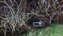 Jongeren crashen na achtervolging en slaan te voet op de vlucht, bestuurder (18) had geen rijbewijs