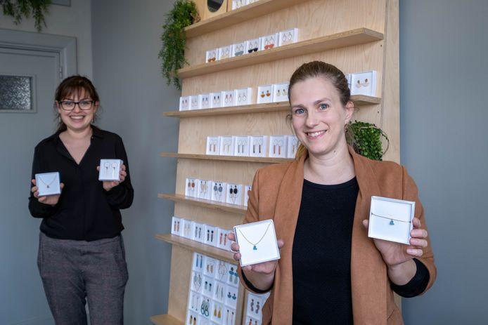 Joline Helsen en medewerkster Hanne Willekens van Studio Nok Nok.