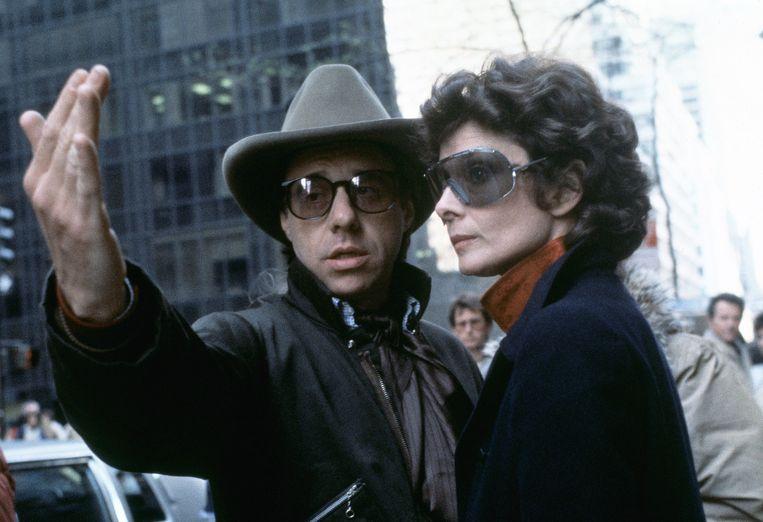 Bogdanovich instrueert Audrey Hepburn voor They All Laughed. Beeld AP