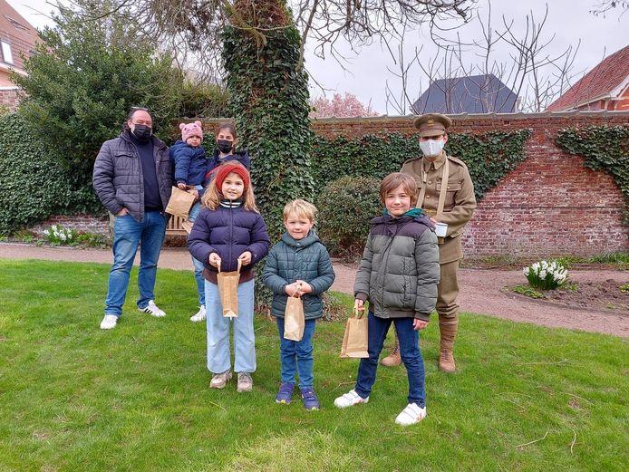 Het gezin Coucke - Declerck zakten vanuit Moerkerke af naar het Talbot House voor de paaseierenzoektocht.