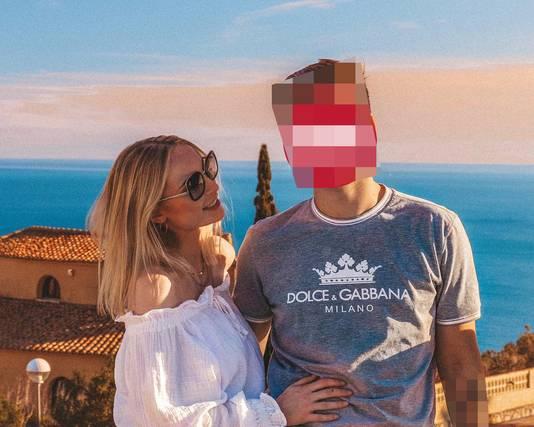 How it all started. Anthonia deelde een vakantiefoto met haar ex-vriend op Twitter. De foto kan zo dienst doen als een romantische ansichtkaart. Maar het vervolg is allesbehalve romantisch.