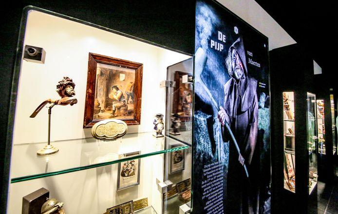 Er zijn heel wat mooie stukken te zien uit de collectie van het Nationaal Tabaksmuseum en de vzw Vrienden van het Tabaksmuseum