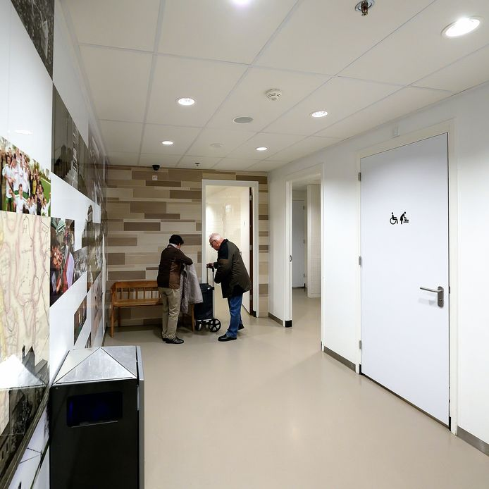 De openbare wc in de Roselaar. Roosendaal gaat meer openbare wc's regelen dit jaar.