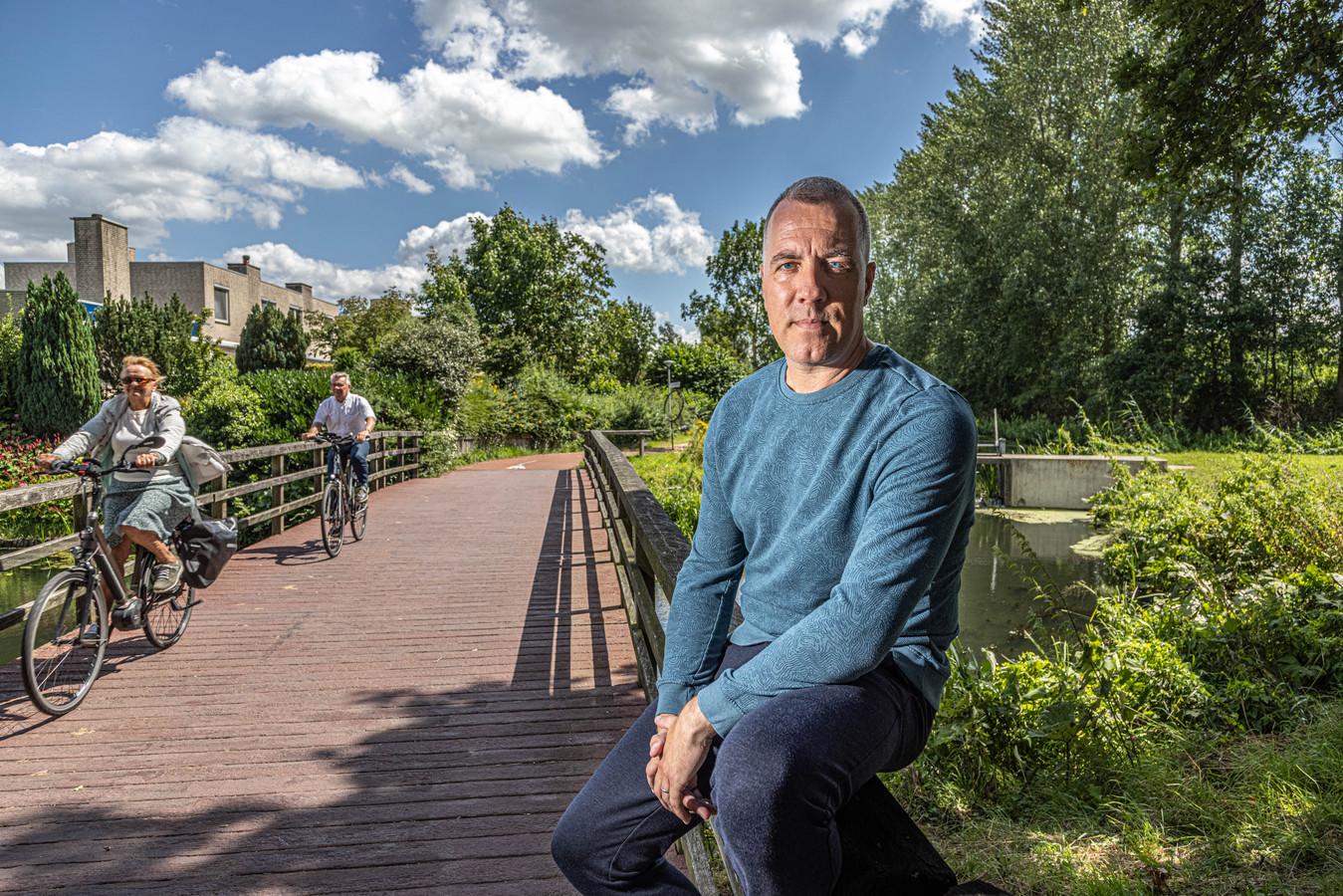 Van docent Engels in Zwolle naar bestuurder in de film 'De Luizenmoeder', Dinand Warringa heeft een rolletje in de film.