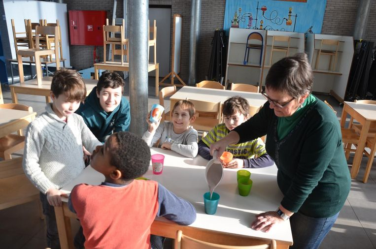 In basisschool De Vinderij werden leerlingen getrakteerd op warme chocomelk.