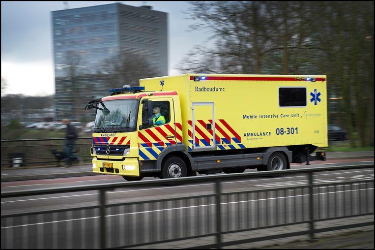 Een Mobile Intensive Care Unit van het Radboud UMC. Beeld Hollandse Hoogte / Bert Beelen