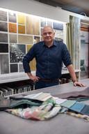 Interieurspecialist Arno Kommers is avond na avond op stap om klanten te bezoeken.