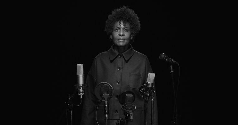 'One', waarin performer Helga Davis een beklijvende rol speelt, geeft een daadkrachtige boodschap mee over het hokjes denken in de maatschappij Beeld Anouk De Clercq
