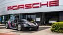 Impressie van het nog te bouwen nieuwe pand van Porsche Centrum Twente, dat vanaf 2021 onder dezelfde naam in Deventer zit