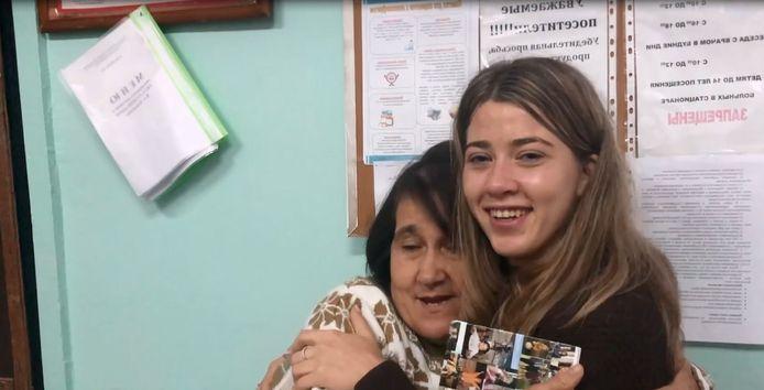 Nurija met haar biologische moeder Railya.