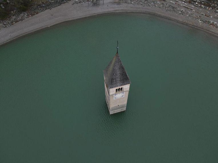 Normaal zit het dorpje Curon verstopt onder het Resia-meer.  Beeld EPA
