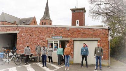 Groep jongere vrijwilligers zorgt ervoor dat sociale kruidenier weer kan openen