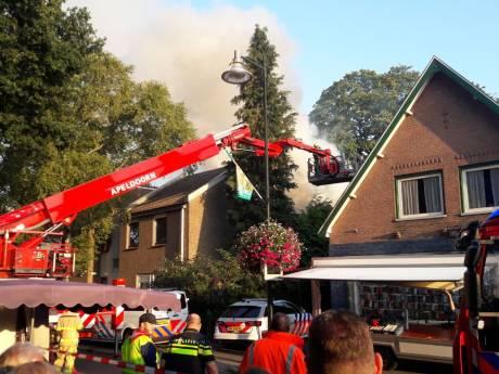 Twee personen vermist bij grote brand in centrum Beekbergen tijdens drukke Veluwse Markt