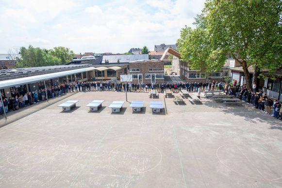 De leerlingen van het GTSM verzamelden dinsdag na de middagpauze voor een moment van bezinning om Jarne te herdenken.
