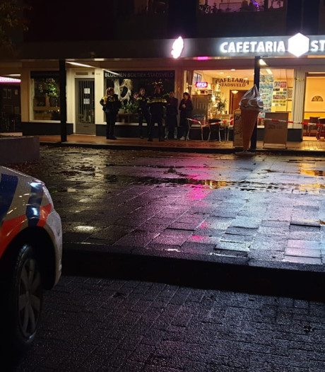 3 personen met vuurwapens plegen overval op cafetaria in Enschede