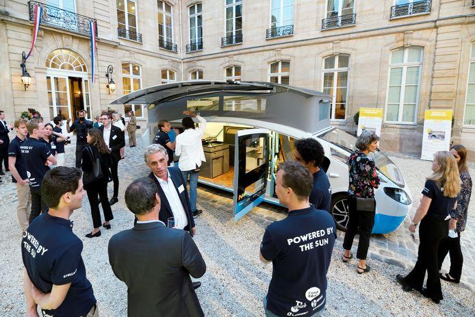 De Stella Vita uit Eindhoven bij de Nederlandse ambassade in Parijs.
