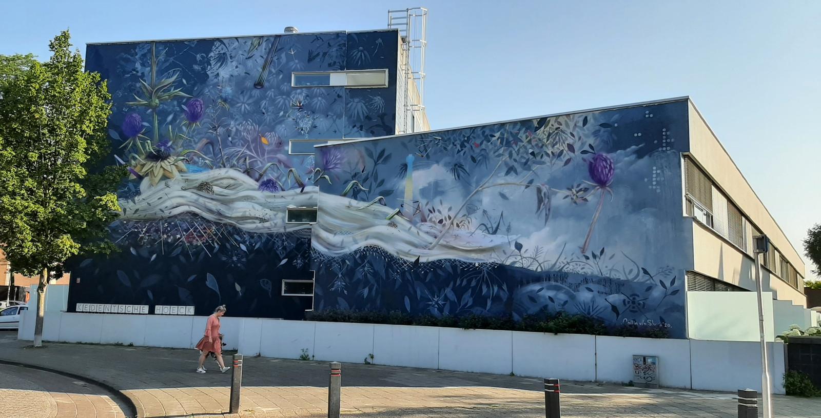 Het kunstwerk wordt eind dit jaar verwijderd omdat de architect dat eist. De senioren van het complex hebben er de pee in.
