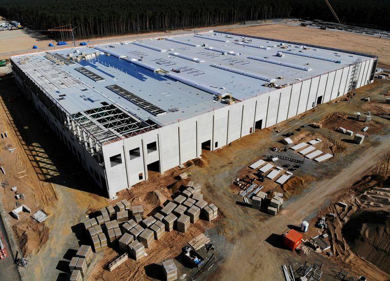 De 'Gigafactory' van Tesla in aanbouw in het Duitse Grünheide nabij Berlijn. Beeld REUTERS