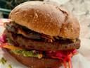 De Ultimate Burger van Jack Bean, met een burger gemaakt van groenten en bonen en een veganistisch brioche-broodje van de Rotterdamse bakker Das Brot.