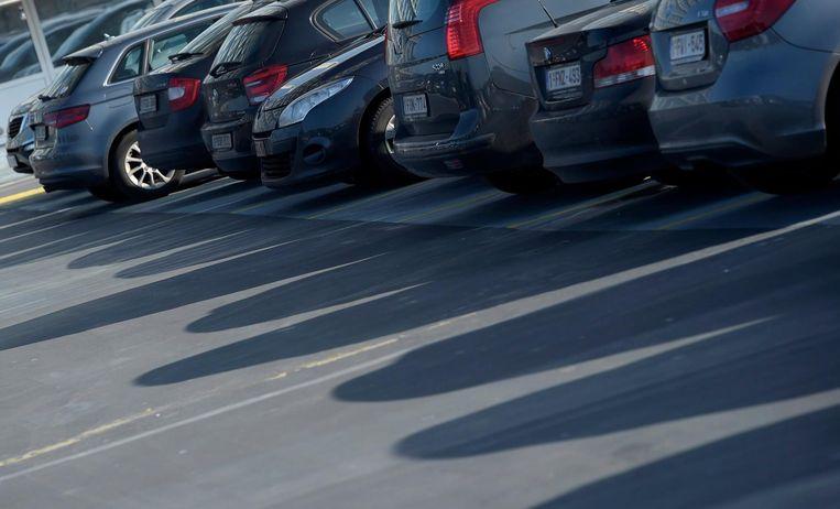 Bedrijfswagens op een parkeerplaats. Beeld photo_news