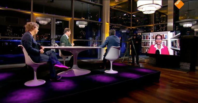 Buitenhof in New York, met Ayaan Hirshi Ali op het televisiescherm. Beeld