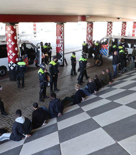 Politie verricht 32 arrestaties in Delft: voetbalsupporters wilden met elkaar op de vuist gaan