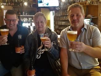 """Trouwe tooghanger 'Keen' wordt uithangbord van eerste bier van café 't Kelderke: """"Begonnen als grap, maar heel plezant om erin mee te gaan"""""""