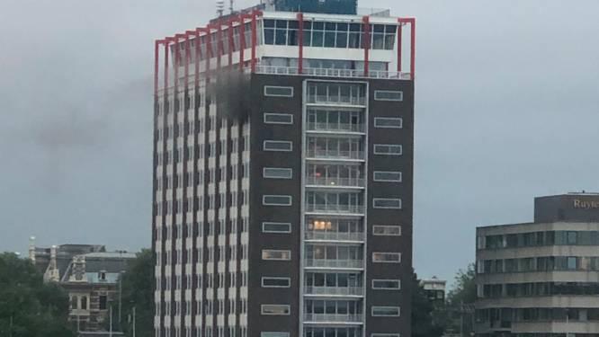 Grote brand in het Havengebouw aan de Ruijterkade in Centrum