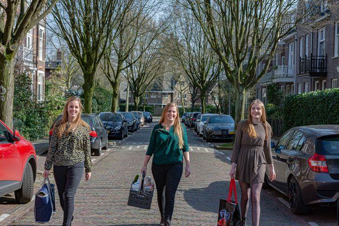 De bezorgers van James Online, de vrijwillige boodschappenservice voor Arnhem en omgeving.