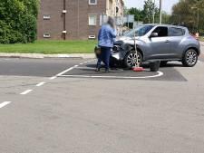 Flink wat schade, maar geen gewonden na ongeluk op kruising in Hengelo