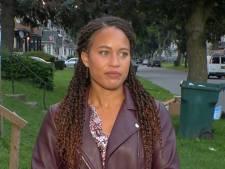 Cette journaliste garde son sang-froid alors qu'elle est harcelée juste avant un direct