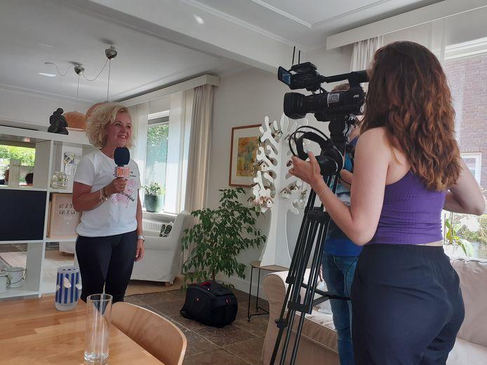Veel aandacht voor de actie van Evelien van der Werff bij haar aankomst in Waalwijk bij Inloophuis Toon.