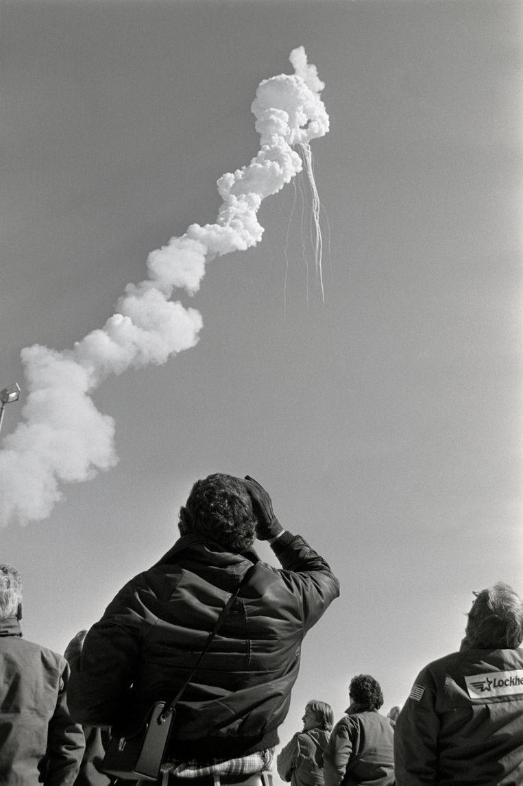 Toeschouwers bij Cape Canaveral zien de ramp zich voltrekken. Beeld Bettmann Archive