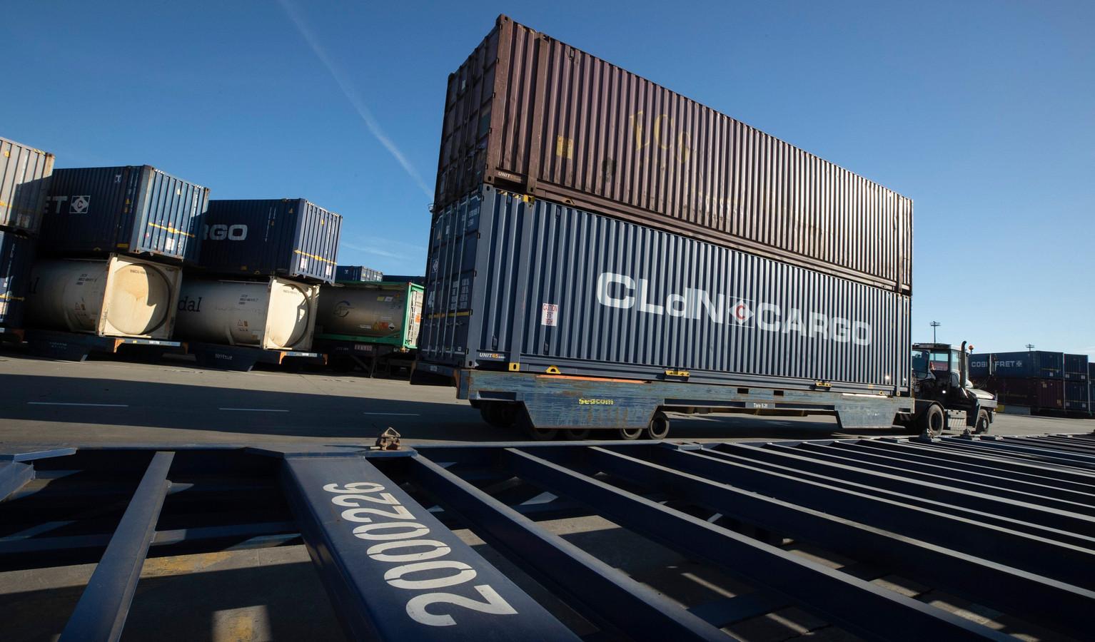De beklaagden zouden plannen gehad hebben om cocaïne in containers te smokkelen van Zuid-Amerika naar Zeebrugge.