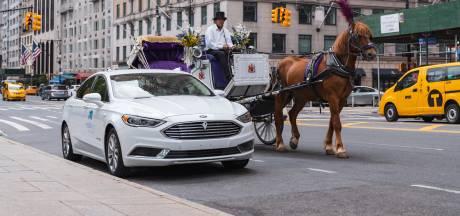Gevaarlijk of geniaal? 'Robotauto' stuurt zichzelf dwars door New York
