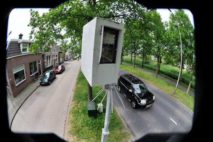 De verguisde installatie aan de Wierdensestraat heeft vorig jaar zomer mogelijk lange tijd ten onterechte geflitst.