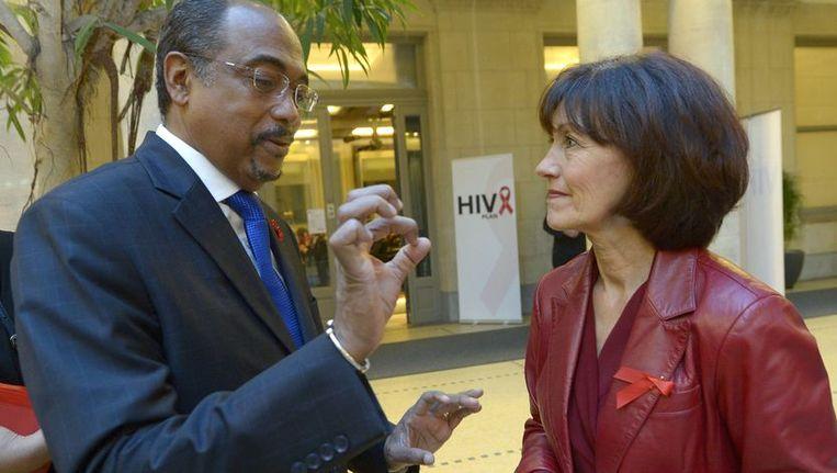 Michel Sidibé en minister van Gezondheid Laurette Onkelinx. Beeld PHOTO_NEWS