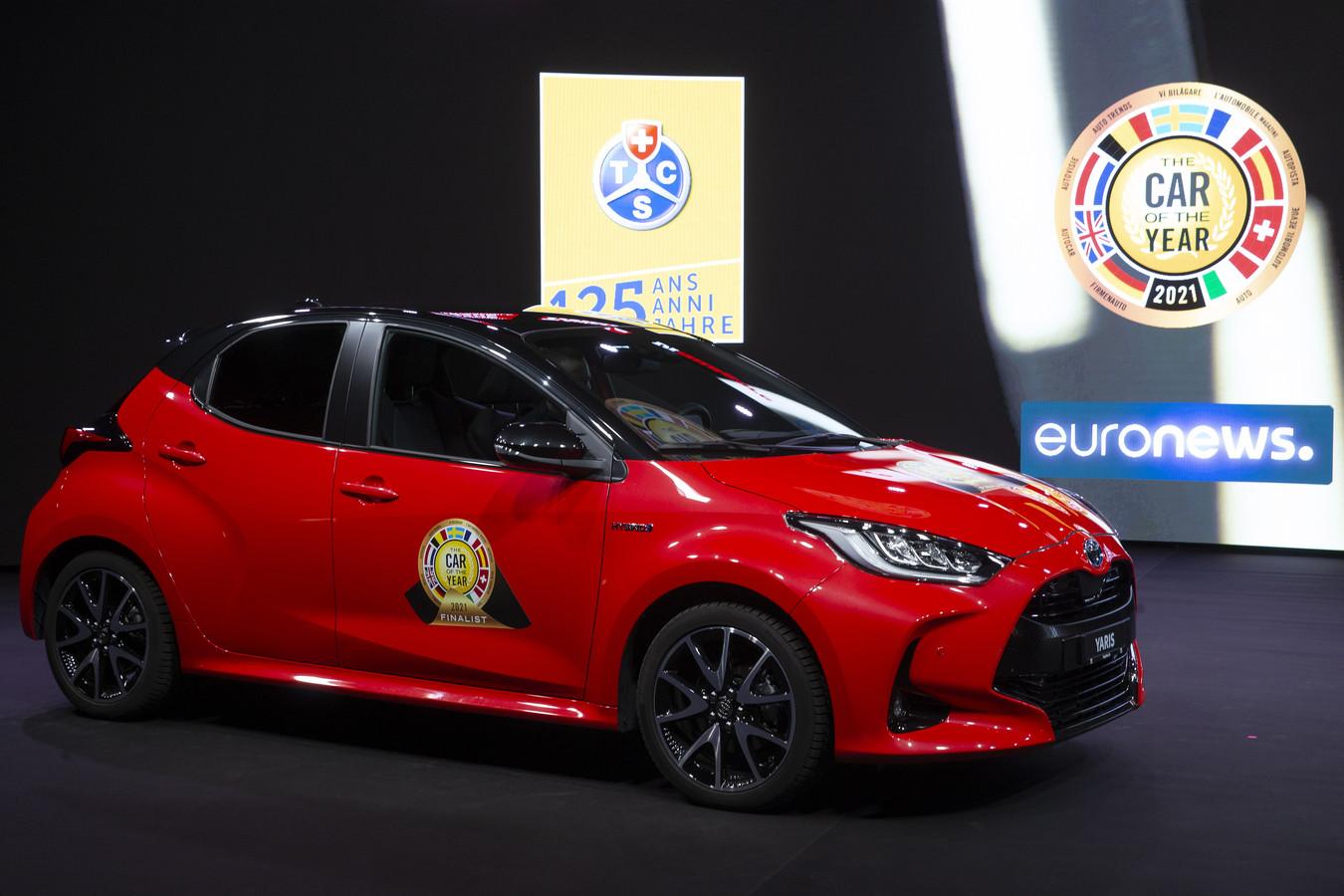 De Toyota Yaris verscheen gisteren, zoals elke Auto van het Jaar, op het podium in beursgebouw Palexpo in Genève, waar normaliter rond deze tijd de internationale autotentoonstelling plaatsvindt