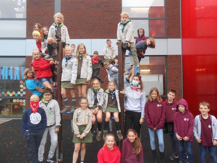 De leerlingen van Spoele vierden de Dag van de Jeugdbeweging in hun uniform.